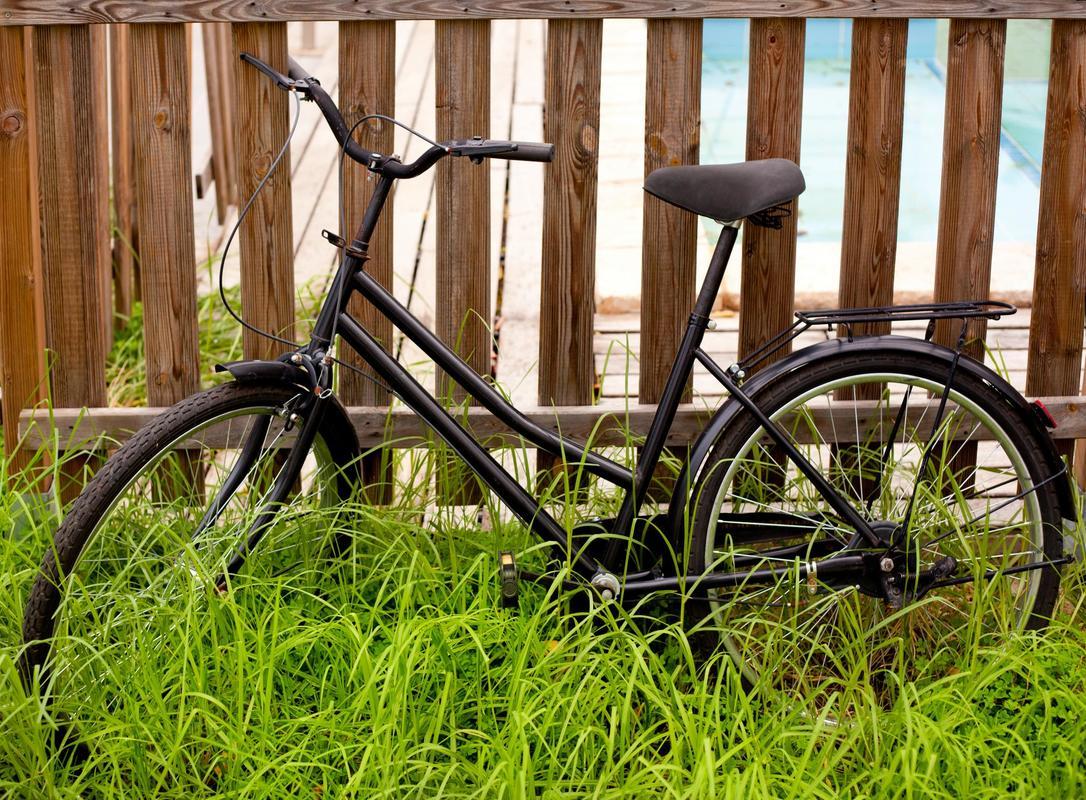 brown picket bike